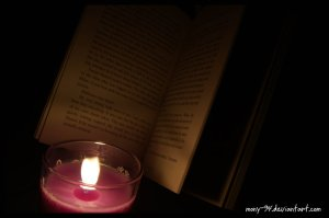 reading_in_the_dark_iii_by_mony_94-d35wfnb